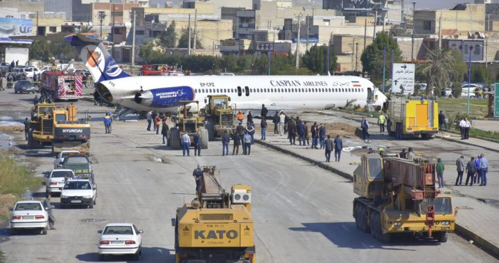 McDonnell Douglas MD-83 авиакомпании Caspian Airlines выкатился за пределы ВПП 13 после посадки Бандар Махшехр, Иран.