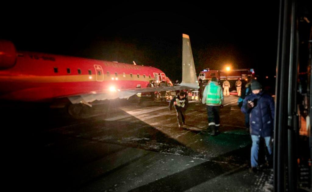 У самолета Bombardier CRJ-100ER, следовавшего рейсом авиакомпании Руслайн 7R823, при посадке в аэропорту Томск (Богашово) на скорости около 150 км/ч подломилась носовая стойка.