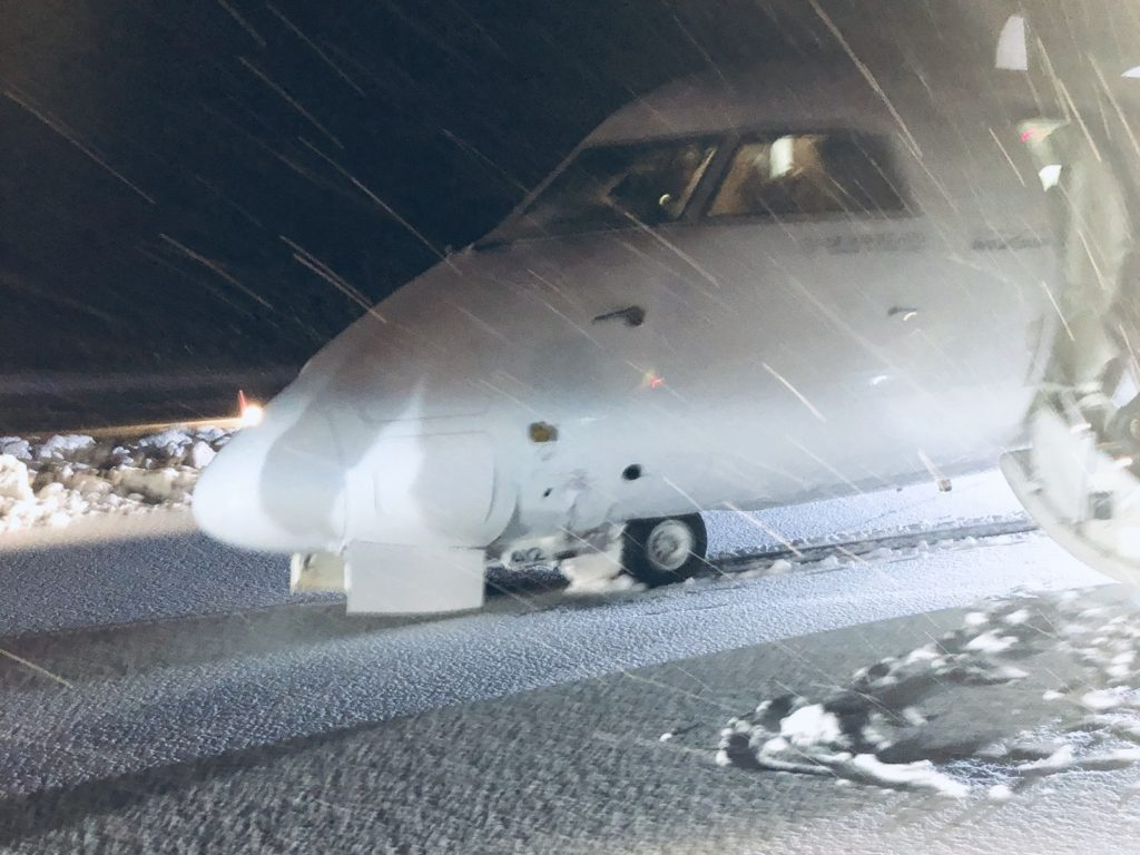 У самолета DHC-8-400 авиакомпании WestJet Encore, выполнявшего рейс 3107, произошел подлом носовой стойки в результате чего он потерпел аварию при посадке в аэропорту Террас, Канада.